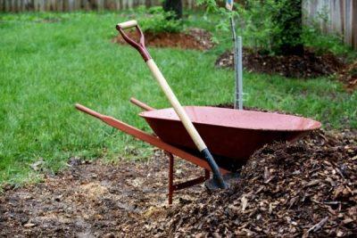 How Many Wheelbarrows In A Yard Of Mulch